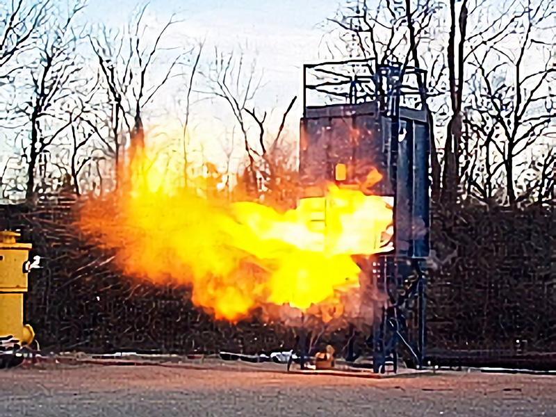 爆発放散口により爆発放散中の集じん機