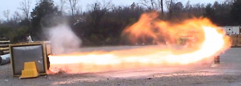 爆発放散時の火柱発生の模様(放散ダクトを使用せず直接大気へ放散のケース)